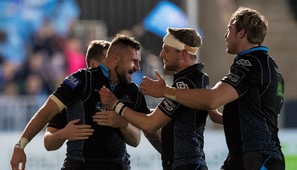 Hughes double helps Glasgow Warriors go top of table